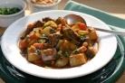 Говядина с овощами на сковороде