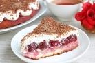 Бисквитный торт с вишневой начинкой