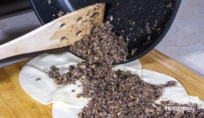 Блинчики из сулугуни с начинкой - фото шаг 3
