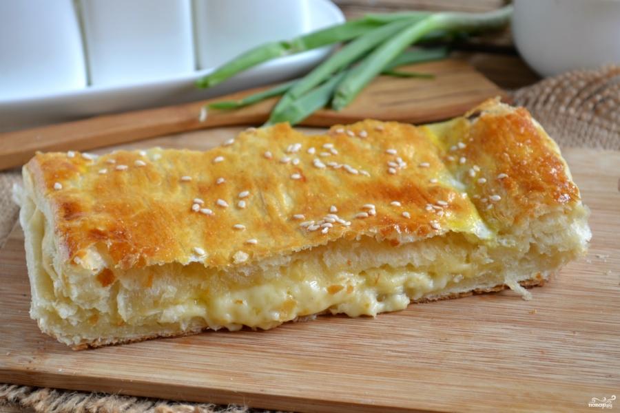 Рецепт пирога с сыром из слоеного теста