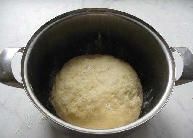 Пирожки с черникой из дрожжевого теста - фото шаг 5