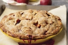 Осенний яблочный пирог с ежевикой