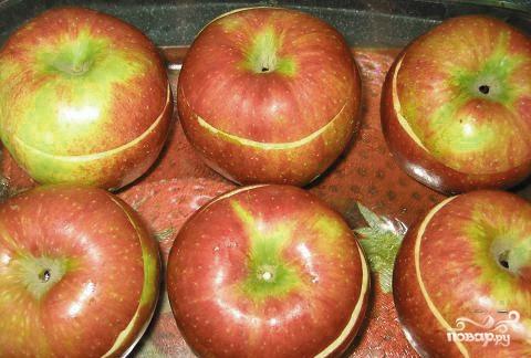Печеные яблоки с черносливом - фото шаг 2