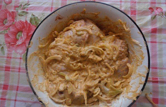 курица с картошкой майонезом и луком в духовке рецепт с фото