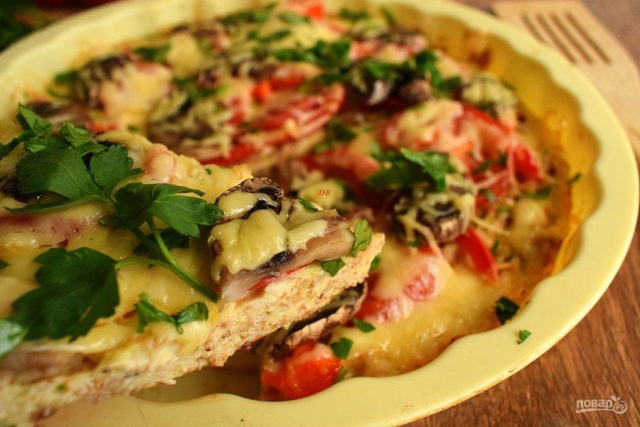 Начинка для пиццы с колбасой и сыром и помидорами и грибами и огурцами