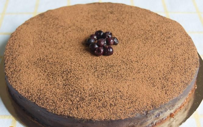 Шоколадный торт со смородиной - фото шаг 11