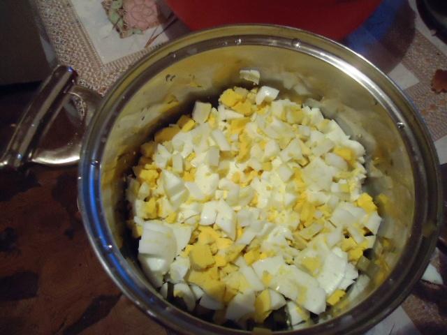 Котлеты с начинкой из яйца - фото шаг 1