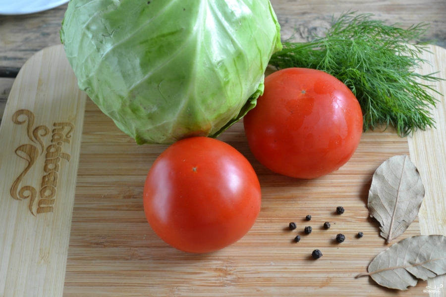 Маринованная капуста с помидорами - фото шаг 1