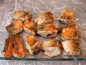 Рыба под маринадом из тушеных овощей - фото шаг 4