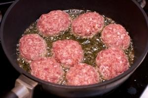 Котлеты из свинины и говядины - фото шаг 5