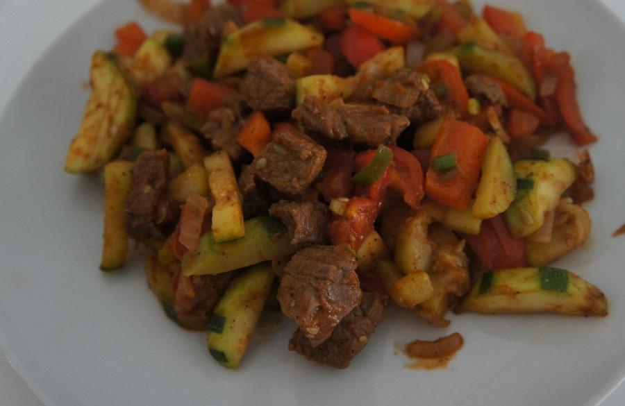Жаркое с овощами и говядиной - фото шаг 6