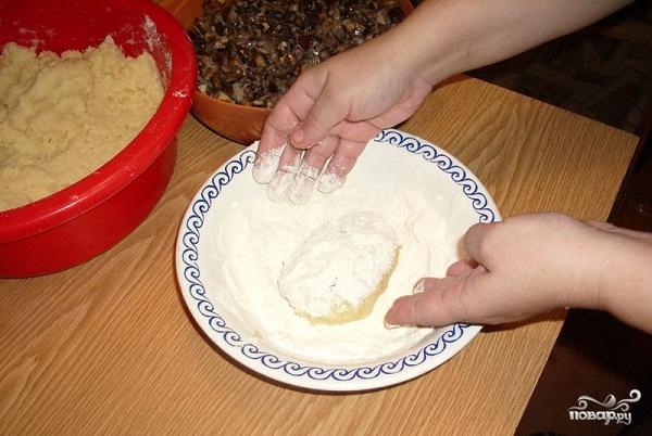 Картофельные пирожки с грибами - фото шаг 9