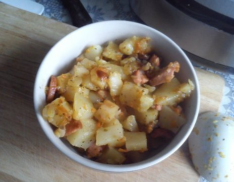 Картофель с сосисками в мультиварке - фото шаг 6