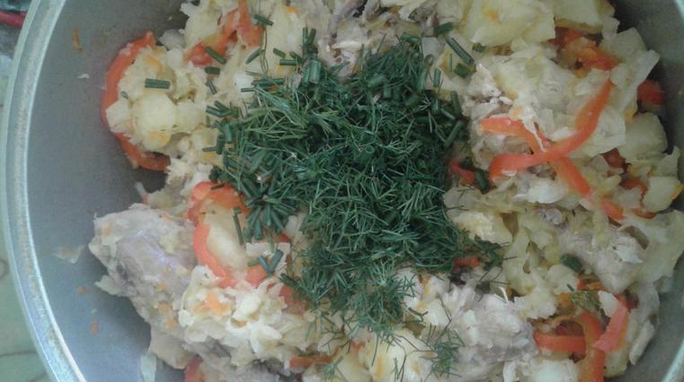 Тушеная капуста с картошкой и курицей - фото шаг 5