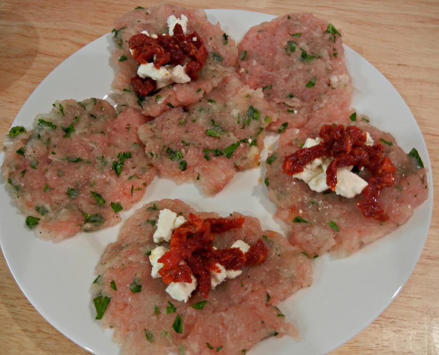 Рецепт Котлеты из индейки с помидорами и сыром