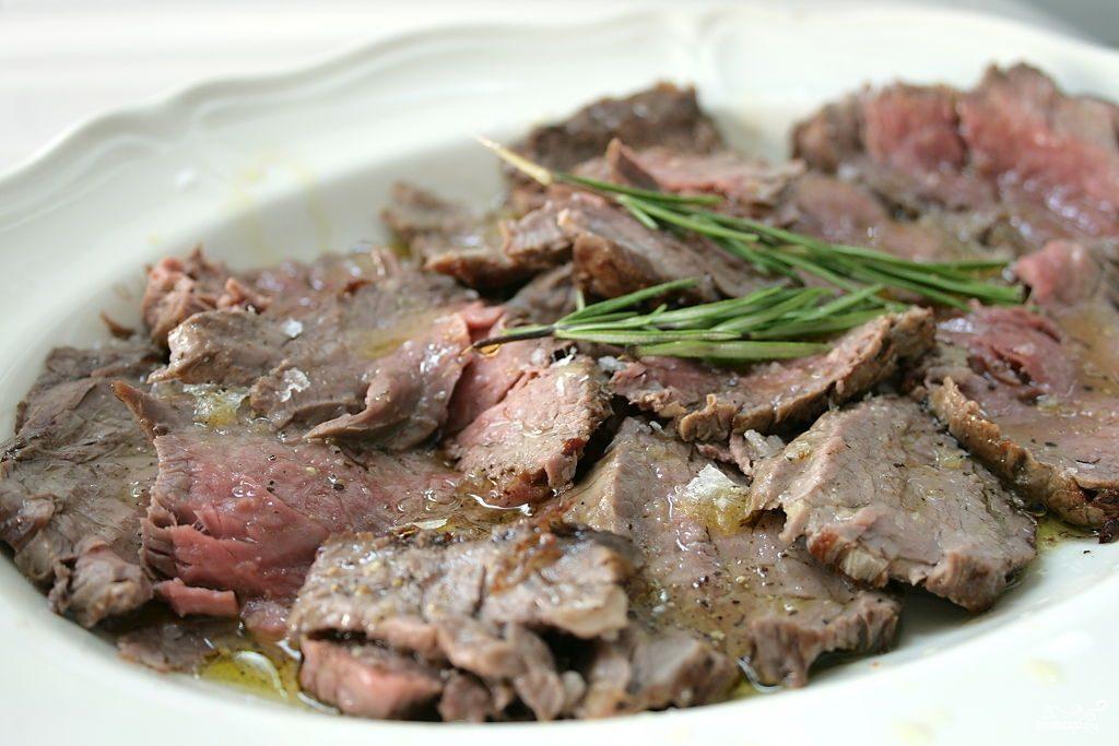 Запеченная говяжья вырезка в духовке