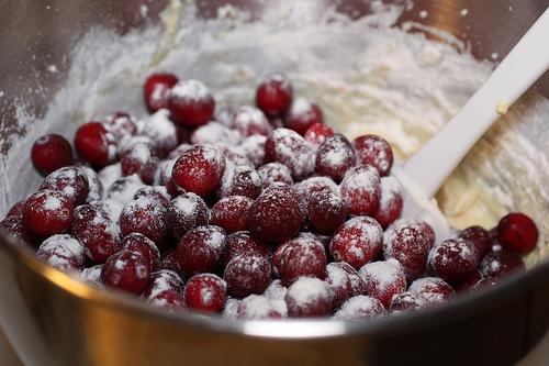 Рецепт Брусничный торт со сметанным кремом