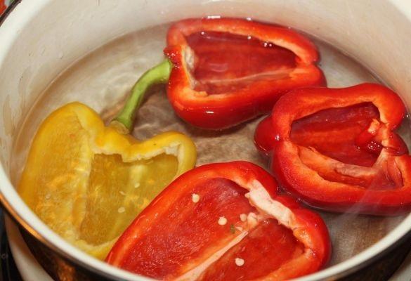 Фаршированные половинки перца в духовке - фото шаг 2