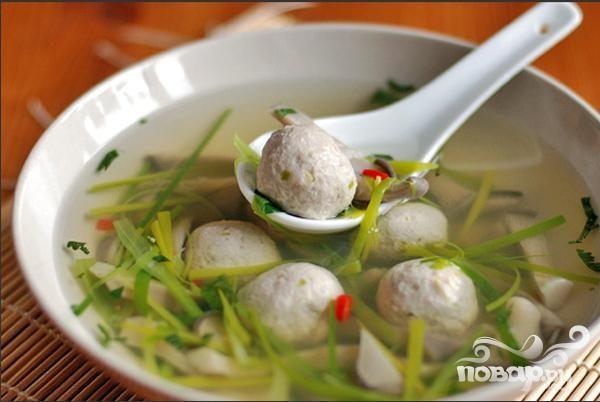 Китайский суп с фрикадельками из мяса и рыбы