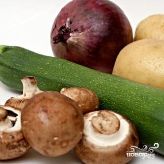 Салат из жареных овощей с грибами - фото шаг 1