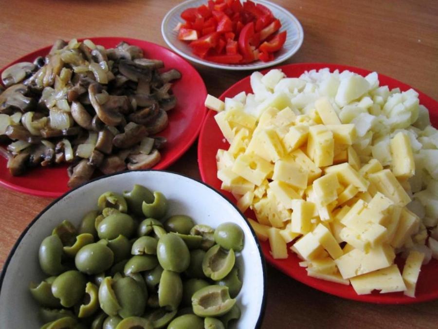 Рецепт Салат с грибами и оливками