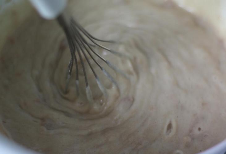 Бисквит с вареньем в мультиварке - фото шаг 3