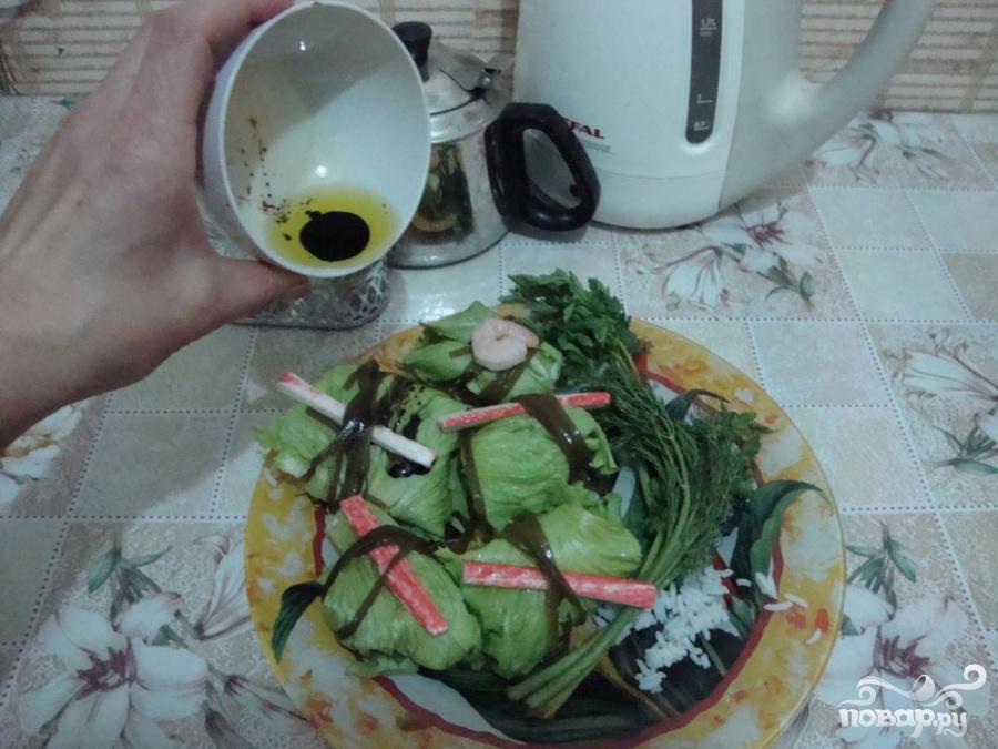 Голубцы с креветками в листьях салата и морской капусте - фото шаг 6