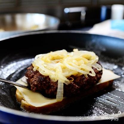 Горячий бутерброд с фаршем - фото шаг 9