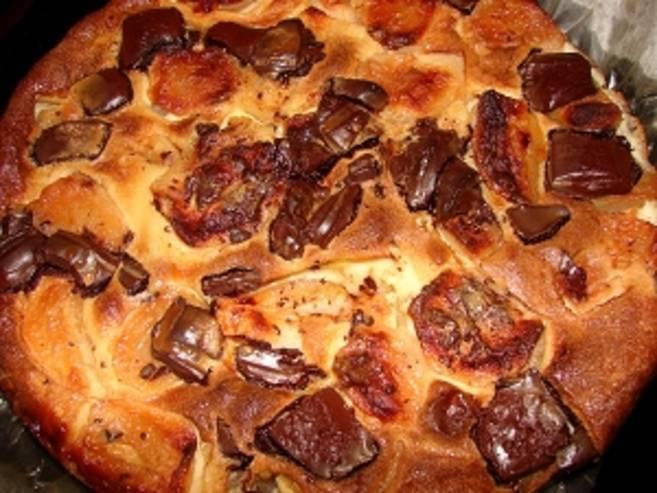 Шарлотка шоколадная с яблоками - фото шаг 4