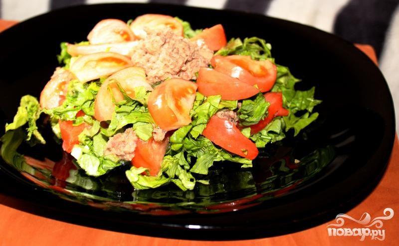 Рецепт Тунец с зеленью и помидорами