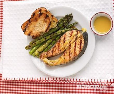 Рецепт Лосось с горчичным соусом и спаржей