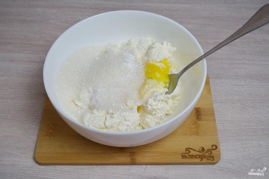 Сырники с манкой - фото шаг 2