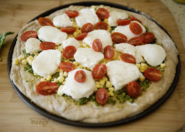 Пицца с соусом песто - фото шаг 4