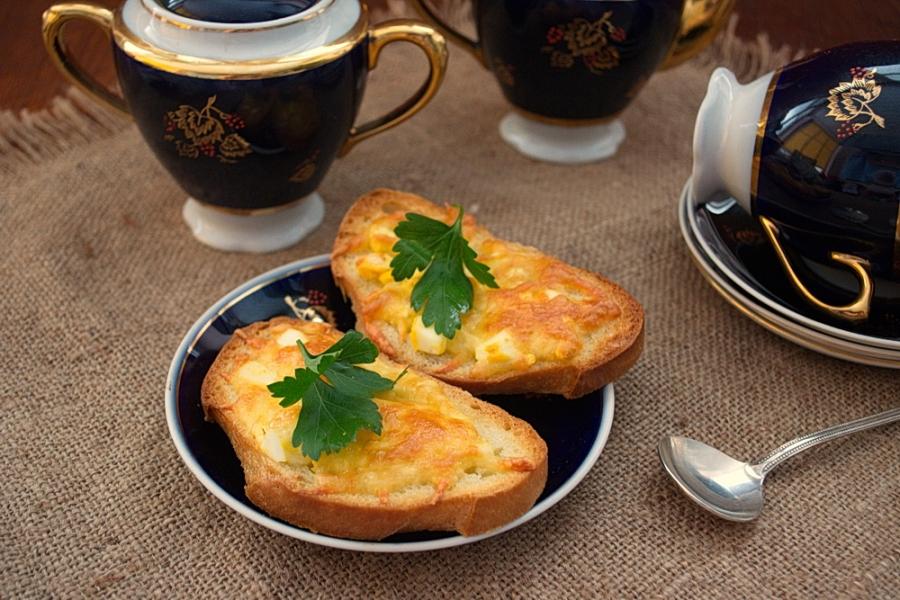 Бутерброды с сыром и чесноком - фото шаг 7