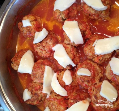 Тефтели с моцареллой в томатном соусе - фото шаг 6