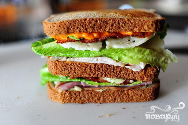 Сэндвич с беконом, ветчиной и индейкой - фото шаг 7