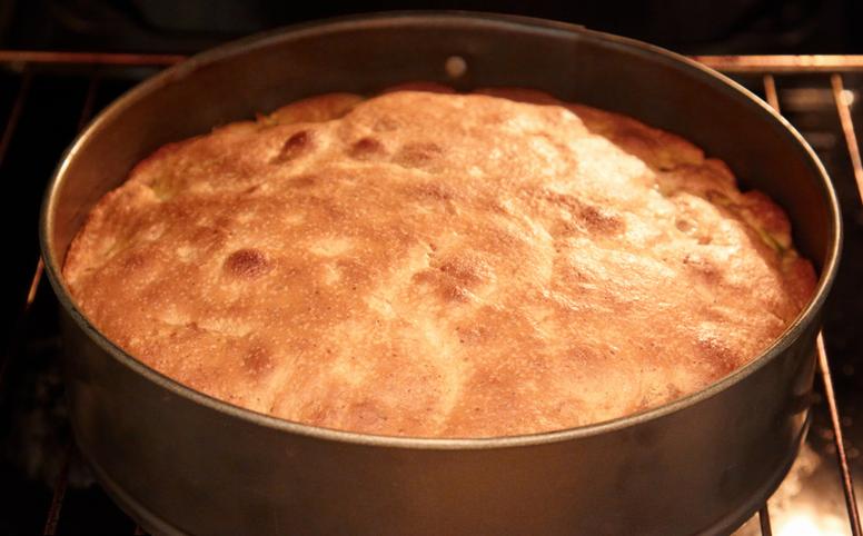 Пирог с заварным кремом и яблоками - фото шаг 9