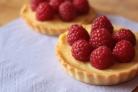 Тарталетки с заварным кремом и ягодами