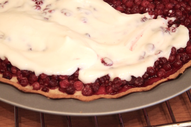Открытый пирог с брусникой - фото шаг 6