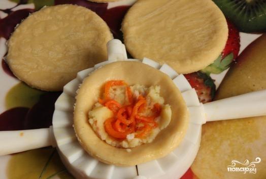 Пирожки с колбасой в духовке - фото шаг 7