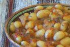 Фасоль, тушенная в томатном соусе