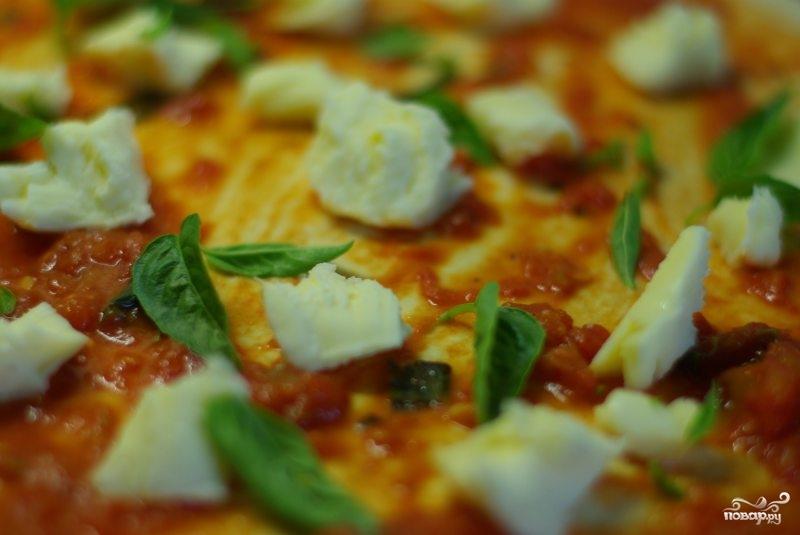 Пицца на тонком тесте - фото шаг 6
