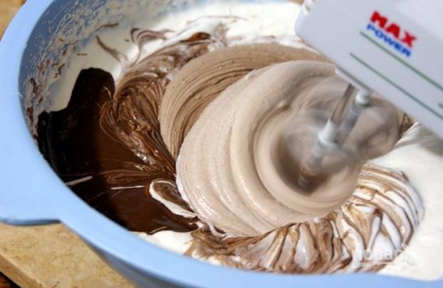 Шоколадный муссовый торт с зеркальной глазурью - фото шаг 7
