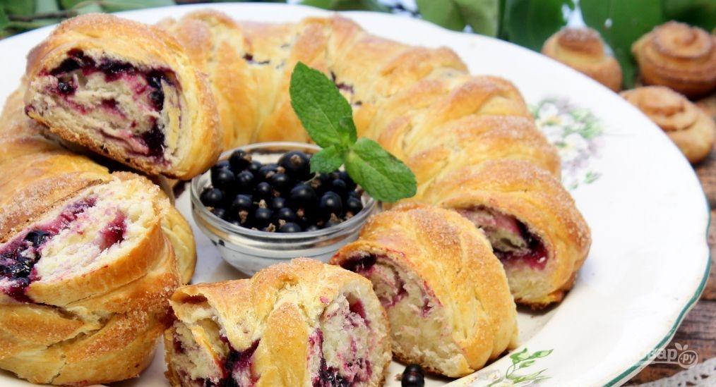Пирог из варенья черной смородины