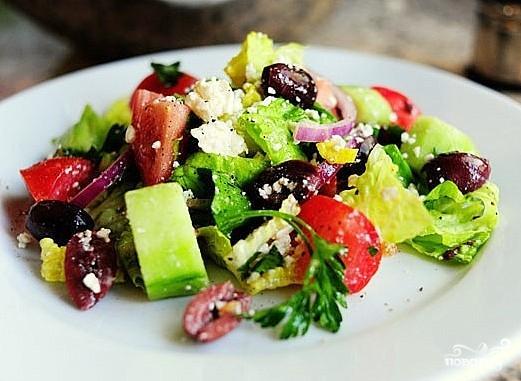 Греческий салат с базиликом - фото шаг 8