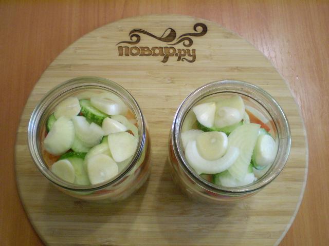 Салат из помидоров и огурцов на зиму - фото шаг 4