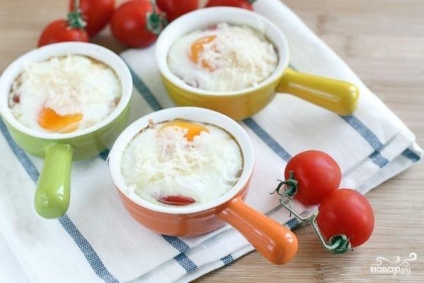 Яичница с креветками и помидорами