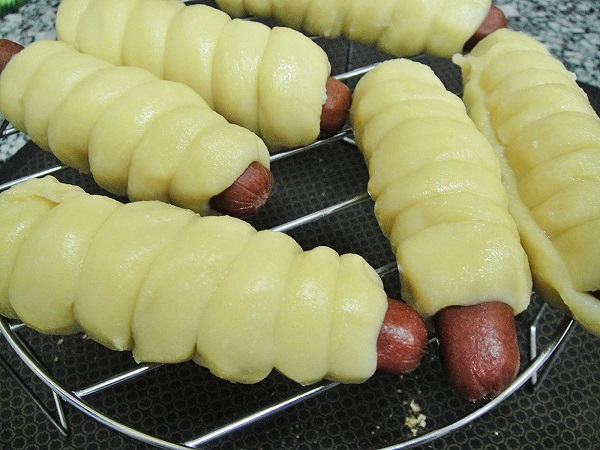 Печеные сосиски в тесте - фото шаг 4