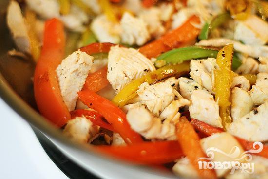 Куриное филе с пастой и болгарским перцем - фото шаг 6