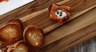 Бутерброды с форелью - фото шаг 9